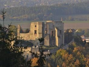 Podzimní fotka hradu od Újezdu
