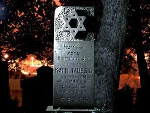 Noční fotografie na židovském hřbitově vBoskovicích