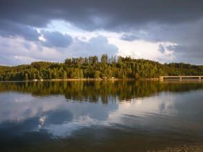 Křetínská přehrada vlétě a vzimě