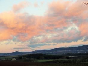 Odraz západu slunce na východě, nad Boskovickou brázdou