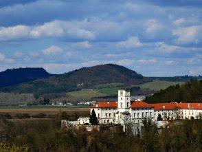 Pohled na zámek vČerné Hoře