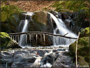 Vodopády na Lažance nad Milonicemi (Hořická vrchovina)